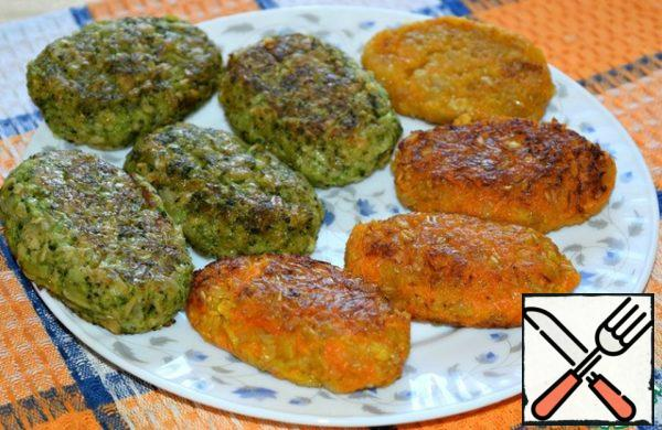 """Put the cutlets on a flat plate at a distance from each other and cool a little, about five minutes. (to be honest, we like these cutlets completely cooled...) During this time, cutlets """"grab"""" and their structure will become more dense. Serve cutlets with salad or sauce."""