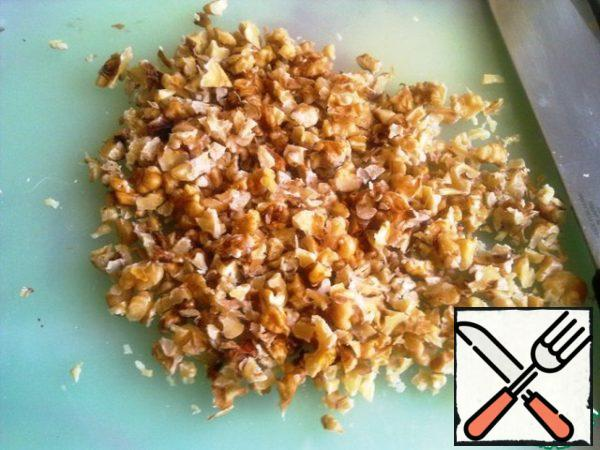 Nuts chop.