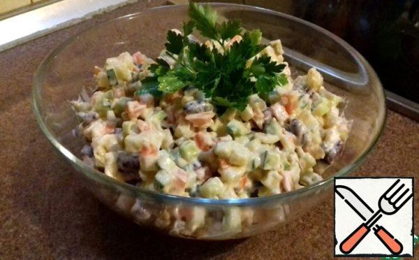 Season with lean mayonnaise to taste and our salad is ready!