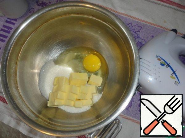 Butter room temperature, egg (in advance remove that it was not cold) and sugar beat with a mixer until smooth.