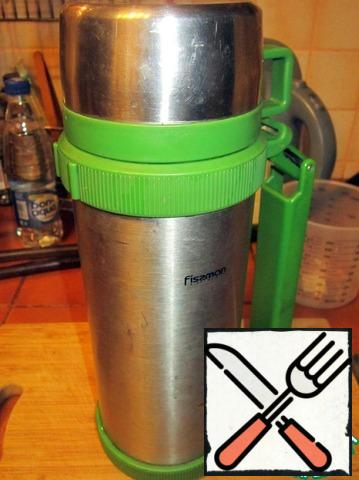 Leave to brew tea in a thermos for 10 minutes.
