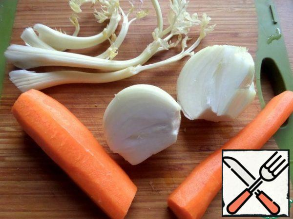 Grate carrots and onions.
