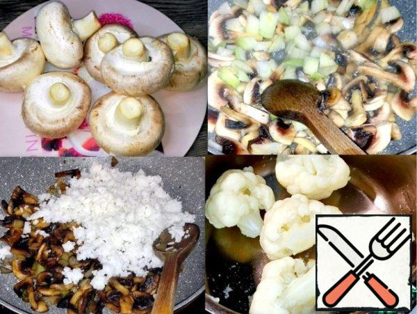 Mushrooms cut and fried with onions in butter for five minutes. Cauliflower and broccoli were pre-cooked for three minutes in boiling water. In the pan with the mushrooms put cooked rice.