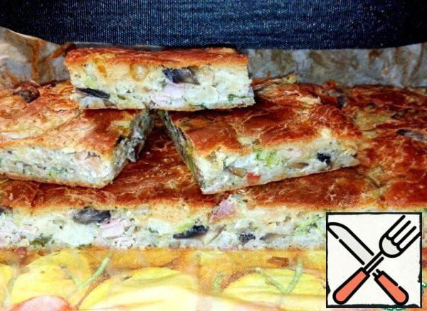 Baking sheet put in a preheated 180° oven and bake it for about 40 minutes. Pie warm cut into rectangular portions.