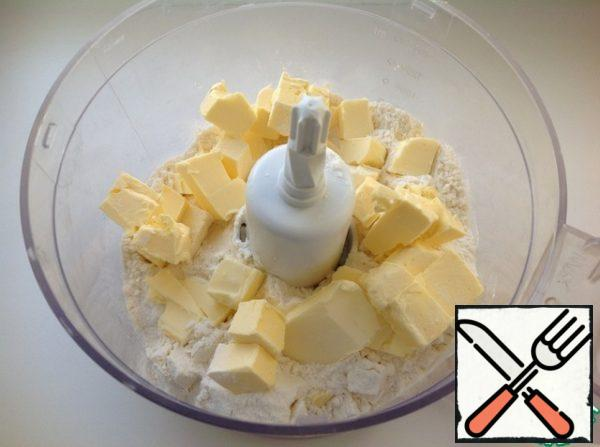 In the kitchen processor add flour, salt and diced cold butter.
