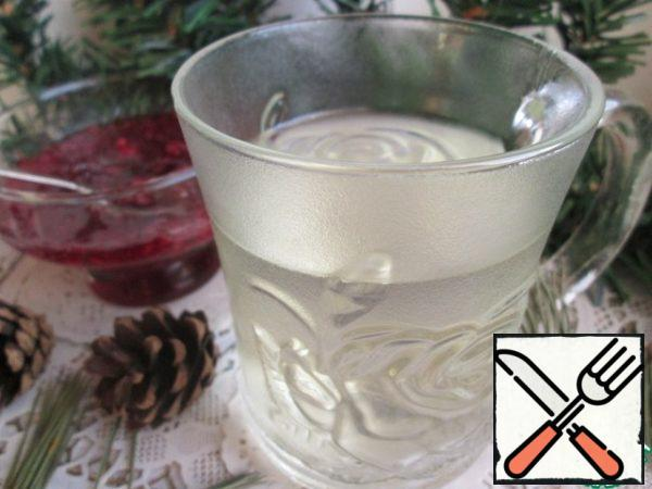 Then strain through a strainer, and you can try! The drink appears coniferous taste, but the color of the water is almost unchanged!