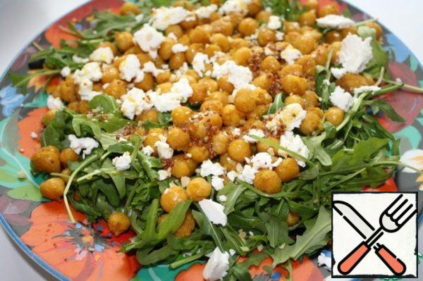 Crumble feta, sprinkle with nuts and pour dressing. In such salad can be promoted fresh tomatoes,, too, will be very tasty.