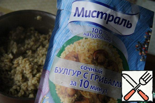 Prepare a glass of this mixture (or a simple bulgur), as written on the package or to taste.