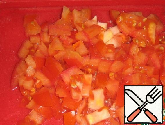 Cut the tomato into cubes.
