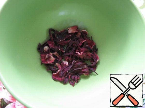 Measure 1.5 tablespoons of hibiscus.