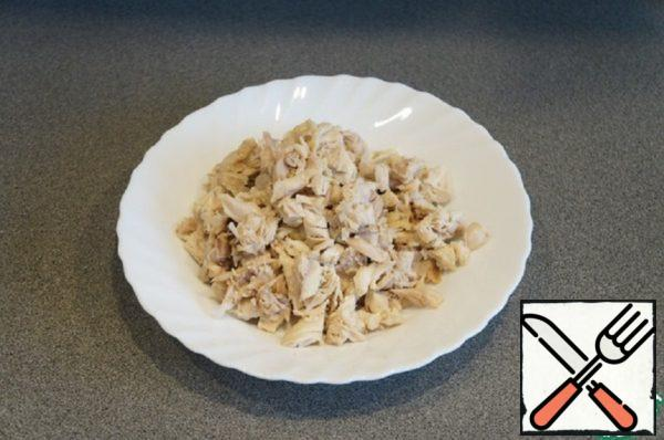 Cook chicken and carrots separately in salted water until ready, cool. Free the chicken from the skins and bones. Cut into small pieces.