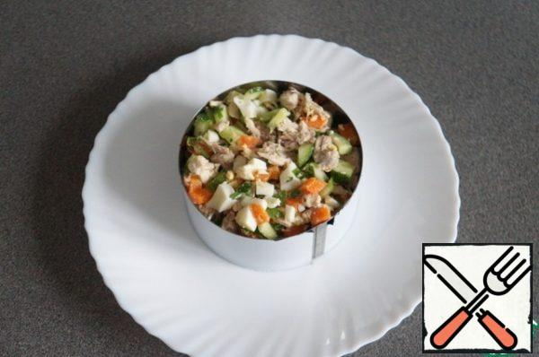 Put the salad on a plate (I used a ring), on top of the filling.