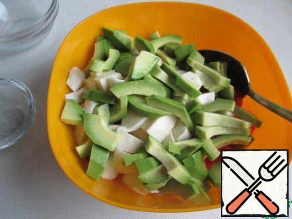 Mix the avocado pieces with lemon juice and add to the vegetables. Add salt, 2 tablespoons of olive oil (or to taste)and mix.