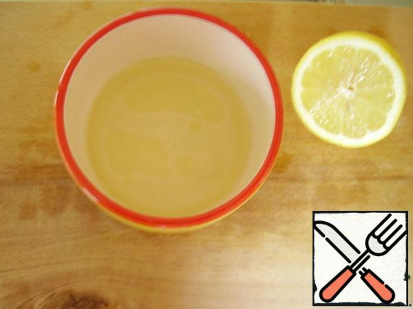 For the filling, mix the butter and the juice of half a lemon.