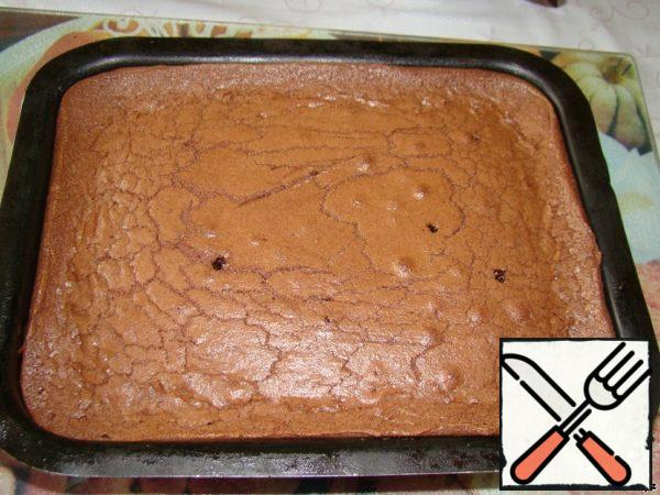 Bake brownies for ~35-40 minutes in a preheated oven at ~160°C.The main thing-do not dry the cake, it should remain a little wet.