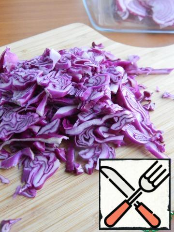 Finely chop the red cabbage.