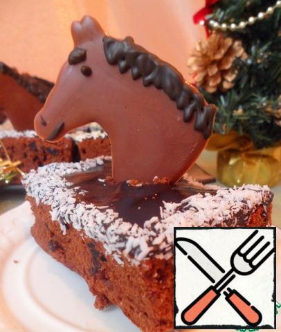 We take out the ripe brownie from the refrigerator, sprinkle the edges with coconut chips and sesame seeds.In the middle of each piece of cut and paste our horses. Printed longer than cooked-very simple and easy. The remaining horses can be Packed in mica and decorated with a ribbon-an original gift. Christmas treat is ready!