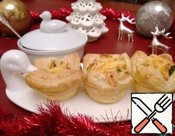 Puff Pastry Baskets with Salmon and Broccoli Recipe