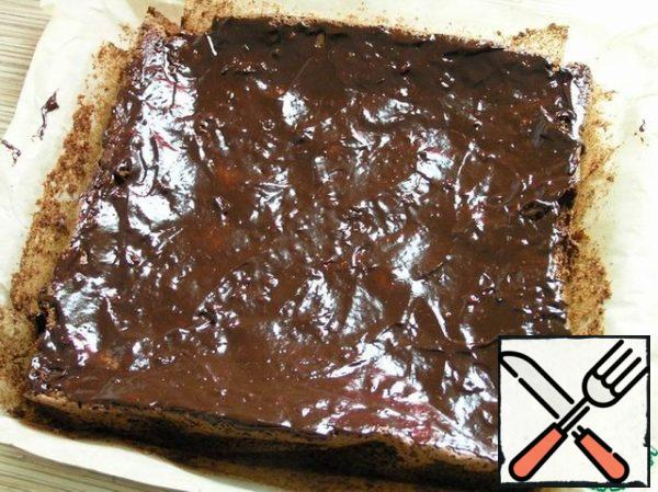 For the ganache, mix melted chocolate, cream and jam. Cover the brownies with ganache.