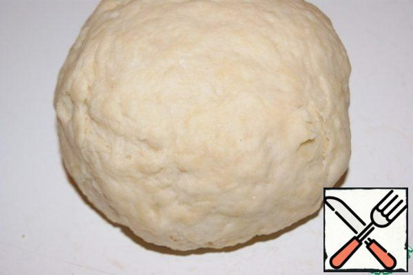 From flour, water, salt and 75 ml oil knead the dough. Roll the ball.