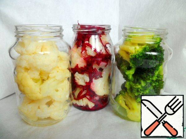 Boil broccoli in salted water for 2 minutes. Grate a piece of beet on a large grater. Spread in 3 half-liter cans of cabbage: in one-cauliflower, in the second-cauliflower with beets, in the third - broccoli.