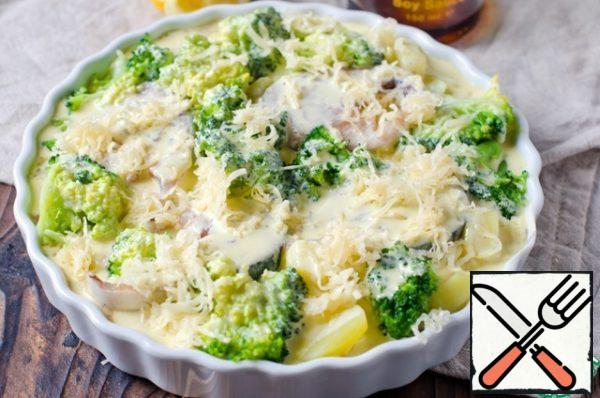 In the form of potatoes put broccoli and fish. Pour the sauce and sprinkle with grated cheese.