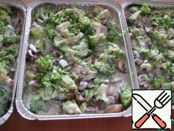 Evenly spread broccoli, salt and pepper to taste, add spices and pour cream.