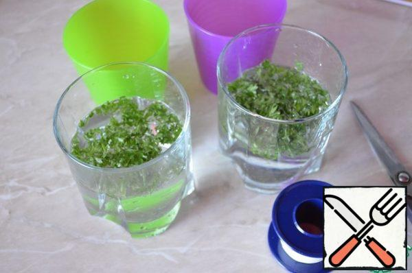 Pour water into a glass about 1\3 of the glass, pour the greens.