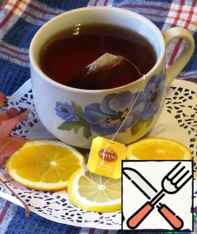 At this time, brew black tea, cut orange and lemon slices.