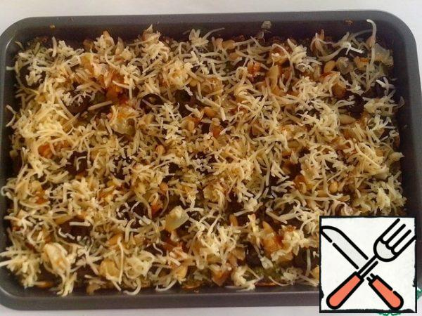 Sprinkle with remaining cheese. The temperature in the oven to increase to 200 C, put the form and bake for another 10 minutes, until Golden brown.