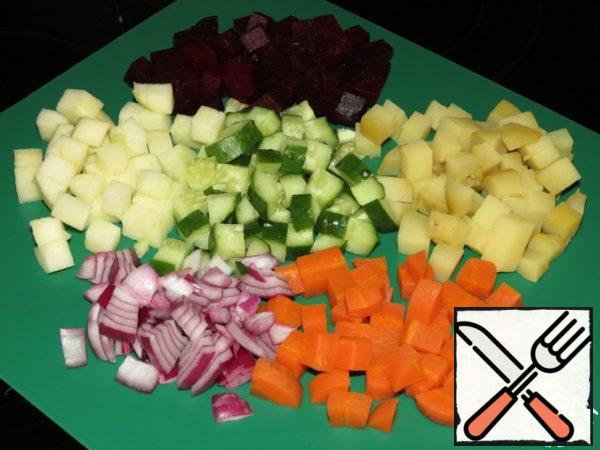 Cut vegetables, Apple, cucumber and onion into small cubes.