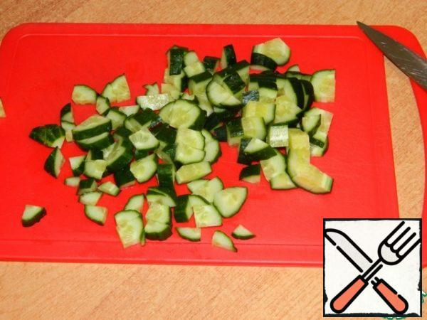 Cut the cucumbers into cubes.