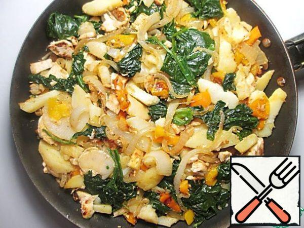 Connect with potatoes and spinach, stir.