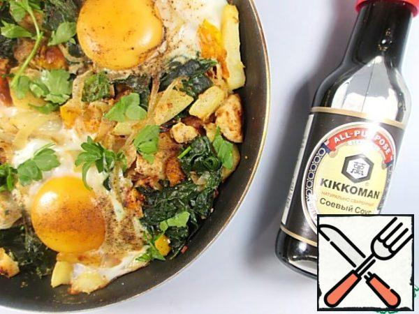 On top carefully break 3 eggs without disturbing the integrity of the yolks, season with pepper, cover the pan with a lid and fry on low heat for several minutes until fully cooked eggs. Decorate as desired with fresh herbs, serve immediately.