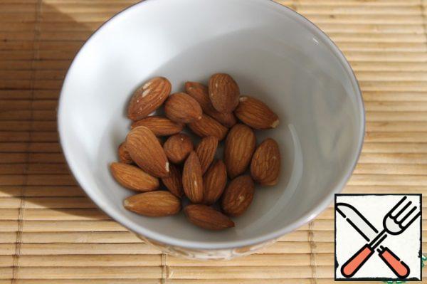 Take 40g of almonds.