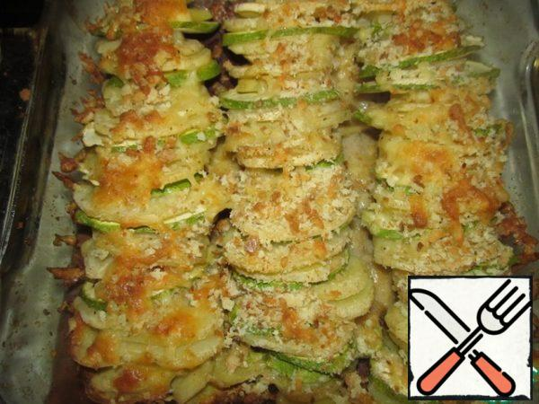 Preheat the oven to 200 degrees and bake the gratin to a beautiful and fragrant crust. Serve it with fresh vegetables and salads. Bon appetit!