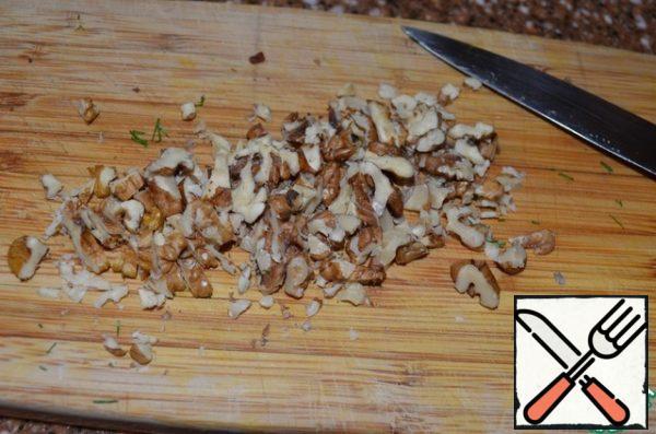 Chop walnuts with a knife. Add to pan, stir.