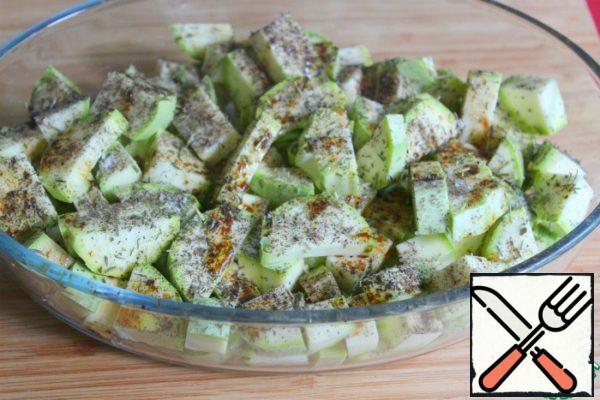 Sprinkle with spices, salt, pour oil and balsamic, stir.