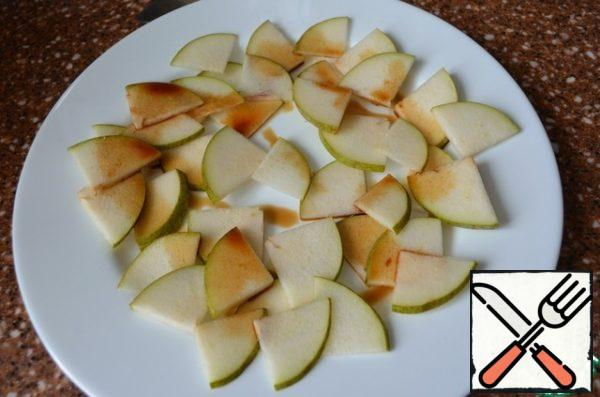 Put the chopped pear on a serving dish and sprinkle with half of the sauce.