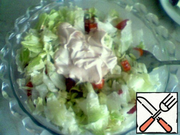 Connect all together, put in a salad bowl and pour mayonnaise. No salt added.