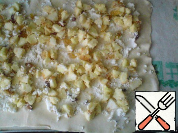 Put apples on top of the curd and level.