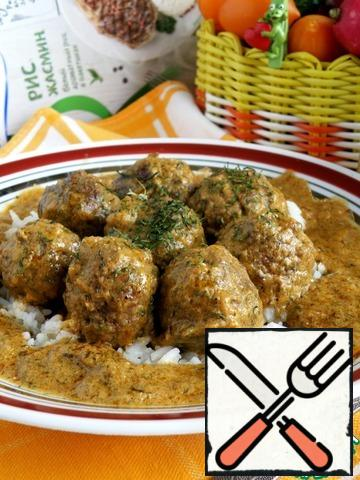 Serve rice with meatballs hot, richly flavored with delicious sauce!