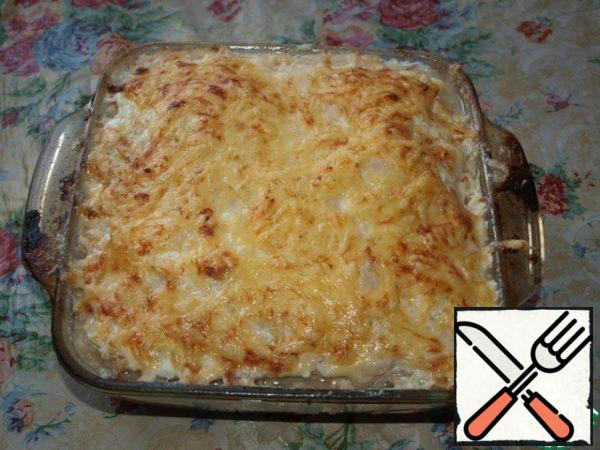 Put in a preheated oven for 30-35 minutes. Get sprinkle with grated cheese and bake for another 10 minutes until Golden brown. Our casserole is ready, please.