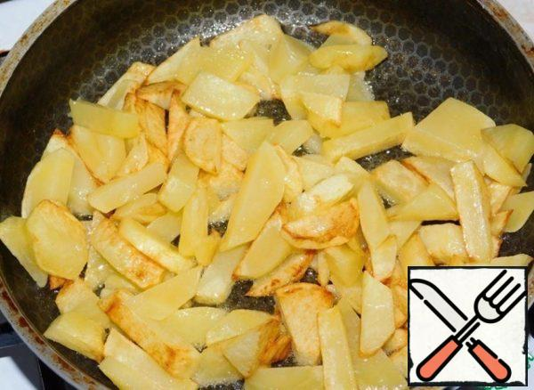 Fry potatoes separately in a hot pan until Golden brown.