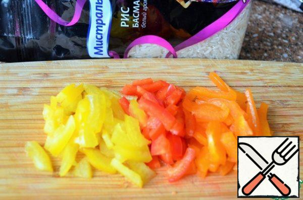 Pepper ( it is better to take pieces of colored) cut into thin, short strips.