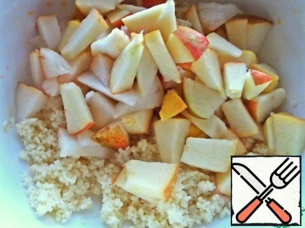 After 5 minutes, open the couscous and loosen with a fork. Pour fruit to it.