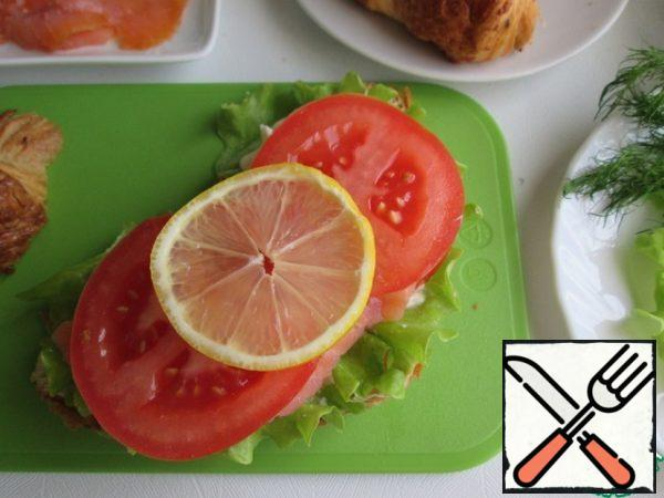 Then again, slices of tomato and lemon.