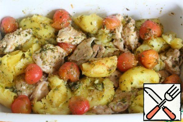 Mix 3 tbsp of olive oil, vinegar, paprika, pesto, spices, salt and mix well. Pour into a baking dish and mix gently with your hands. Oven preheated at 180. Baked it for 30 minutes.