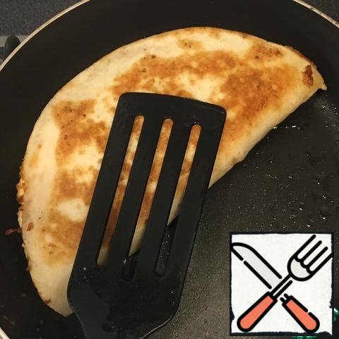 Fry on both sides in a pan.