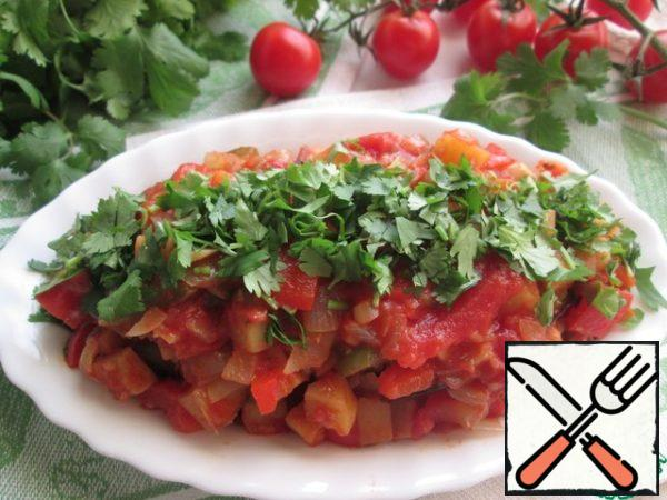The third layer of eggplant covered with vegetables and decorate the center of the chopped coriander.